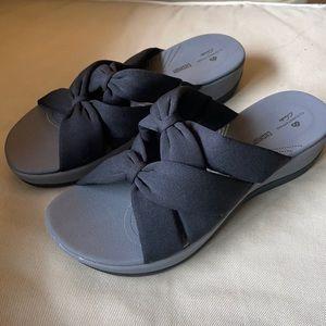 Clarks Cloudstoppers Black Slide On Sandals 7.5